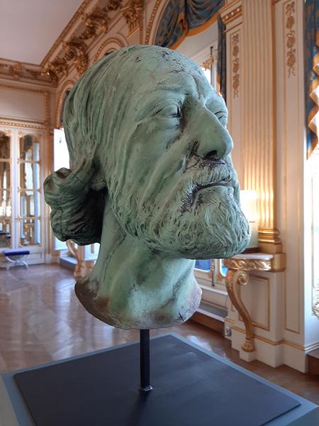 Tête de l'architecte Viollet-le-Duc représenté en saint Thomas