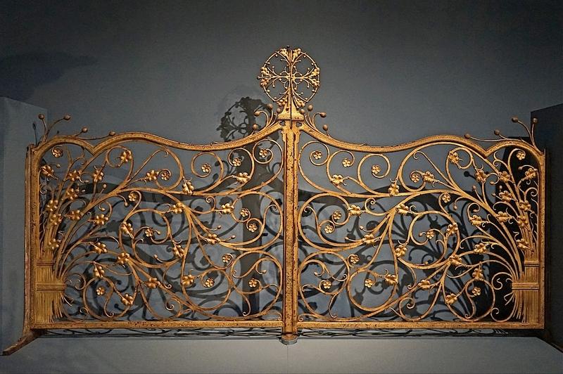 Partie des grilles du chœur, par Duffner, serrurier, d'après Viollet-le-Duc, fonte de fer, vernis doré. © J.-P. Dalbéra