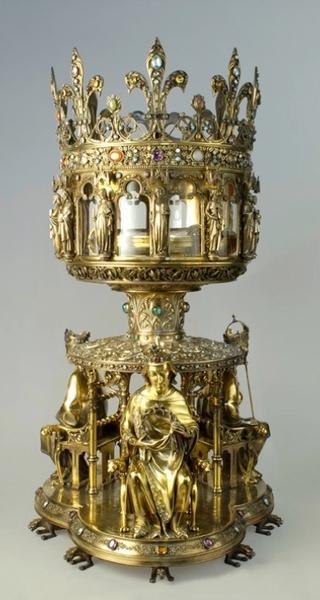 Reliquaire de la Couronne d'épines (h. 88 cm, diam. 49 cm), par Poussielgue-Rusand, Villeminot et Geoffroy-Dechaume, d'après Viollet-le-Duc, 1862, bronze doré, argent doré, diamants, émeraudes, saphirs, pierres fines. Classé au titre des monuments historiques, 10 décembre 1962. Paris, trésor de la cathédrale Notre-Dame, inv. NDP n°0068. Cliché AP75W00749. © Régie du patrimoine de la cathédrale.
