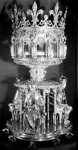 Reliquaire de la Couronne d'épines. Cliché AP62P01060. © Jean Gourbeix / Médiathèque de l'architecture et du patrimoine.