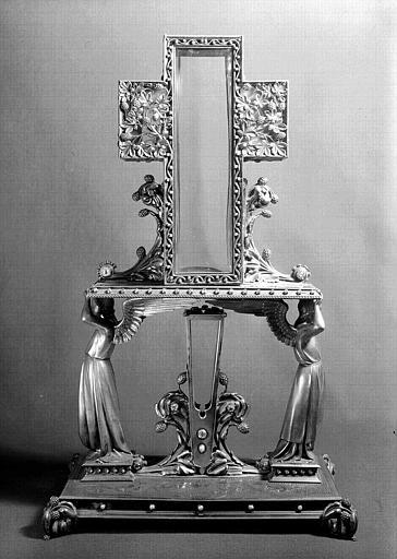 Reliquaire du Clou et du bois de la Croix (face avant), 1862. Cliché Ferron, AP62P01057. © Médiathèque de l'architecture et du patrimoine, ministère de la Culture.