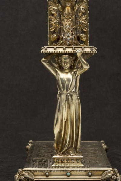 Reliquaire du Clou et du bois de la Croix (détail), par Poussielgue-Rusand, d'après Viollet-le-Duc, 1862. © Pascal Lemaître 2013 / Centre des monuments nationaux.