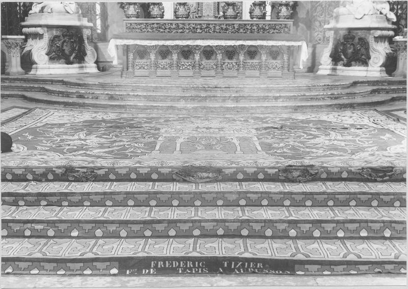 Tapis du sanctuaire (partie recouvrant les gradins). © Régie du patrimoine de la cathédrale / Notre-Dame de Paris.