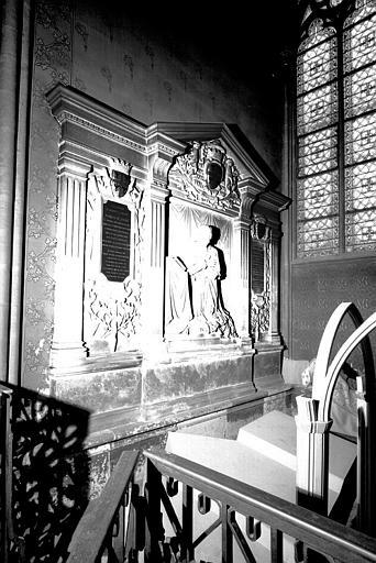 Monument funéraire de Mgr Antoine-Léonor Le Clerc de Juigné, remonté d'après un dessin de Viollet-le-Duc. Classé au titre des monuments historiques, 11 septembre 1974. © Jean Gourbeix / Médiathèque de l'architecture et du patrimoine