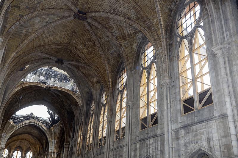 Les voutes de la cathédrale Notre-Dame de Paris après l'incendie