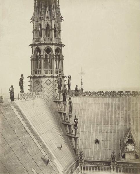 La souche de la flèche et les statues, 1861