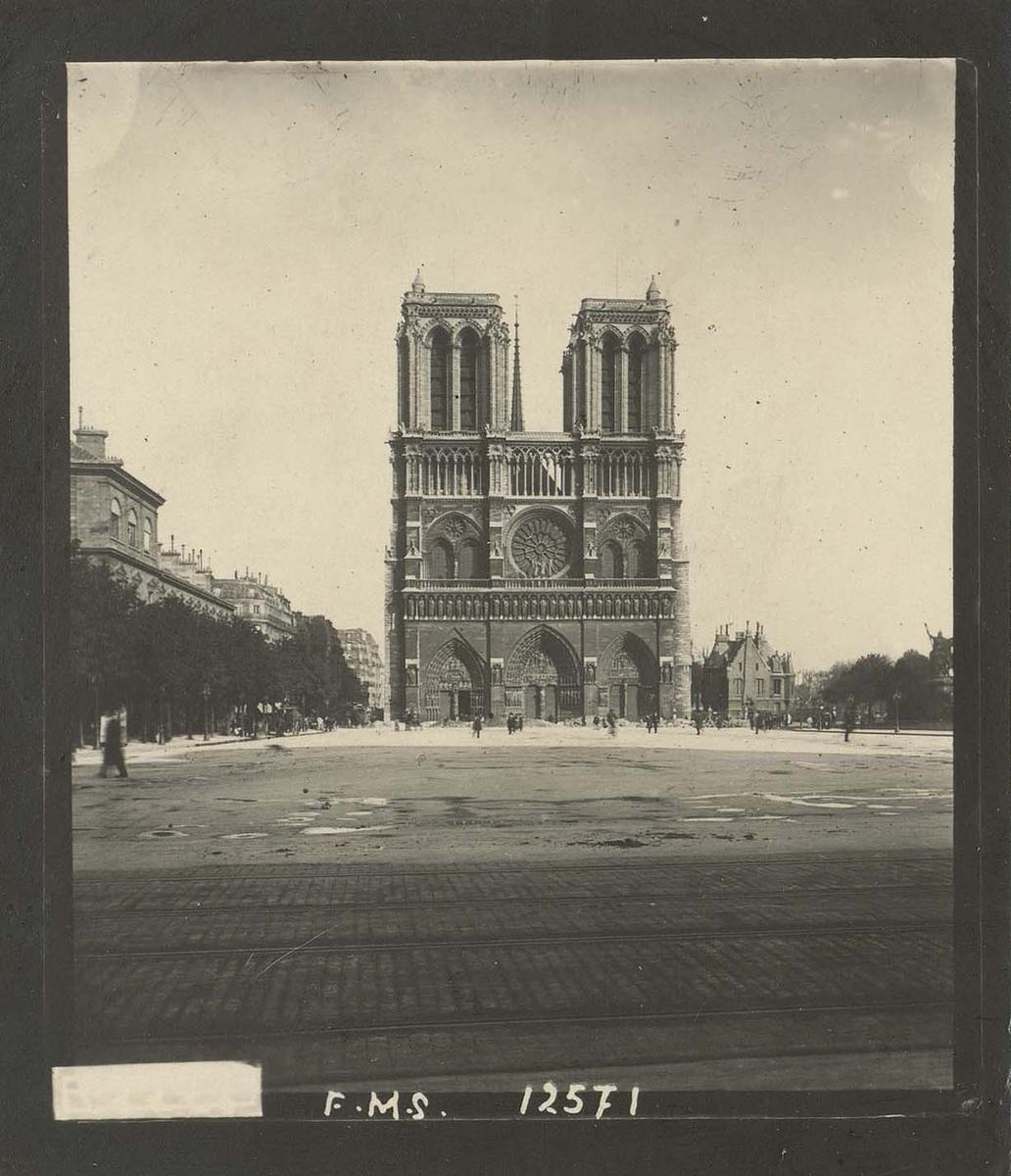 Photographie de la cathédrale Notre-Dame de Paris - Martin-Sabon avant 1933
